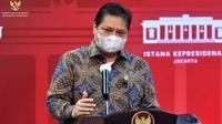Menteri Koordinator Bidang Perekonomian Airlangga Hartarto memberi keterangan pers usai Rapat Terbatas Penanganan Pandemi COVID-19, Senin (24/5/2021) di Istana Kepresidenan Jakarta. (Humas Sekretariat Kabinet/Rahmat)