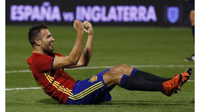 Mario Gaspar bek kanan asal Spanyol mencetak gol dengan cara fantastis ke gawang Inggris yang dikawal Joe Hart dalam laga persahabatan, Jumat (13/11/2015).