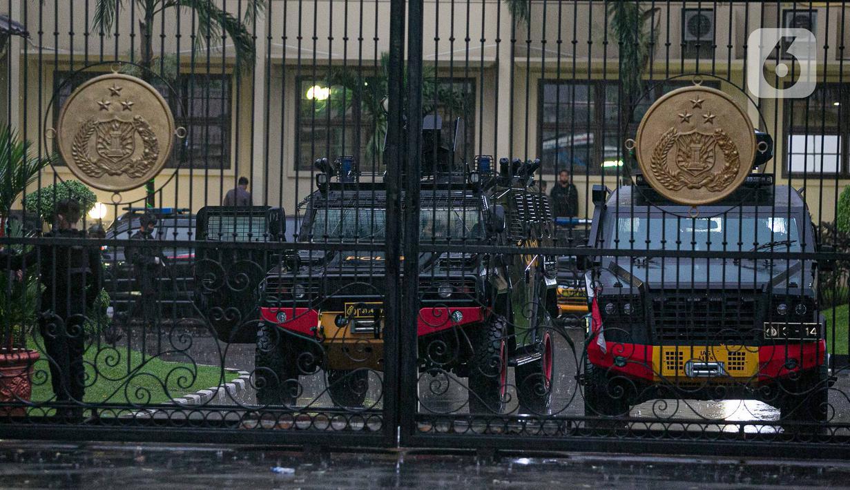 Suasana di sekitar kawasan Mabes Polri Jakarta, Rabu (31/3/2021). Seorang terduga teroris diduga berupaya melakukan penyerangan ke area Mabes Polri hingga aksi baku tembak dengan polisi pun sempat terjadi. (Liputan6.com/Faizal Fanani)
