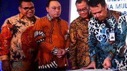 Direktur Commercial Banking BTN Oni Febriarto (kanan) saat penandatanganan perjanjian kredit korporasi senilai Rp.2 Triliun (non revolfing) di Jakarta, Selasa (18/12). (Liputan6.com/HO/Suryo)