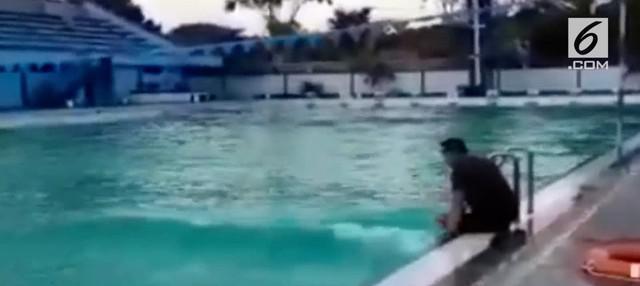 Warga dihebohkan dengan video gelombang tinggi pada kolam renang di Sidoarjo. Para ahli pun memberikan beberapa fakta terkait kejadian tersebut.