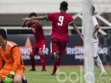 Para Pemain Timnas Indonesia U-22  merayakan gol ke gawang Myanmar pada laga uji coba di Stadion Pakansari, Selasa (21/3/2017). Indonesia sementara bermain imbang 1-1. (Bola.com/Vitalis Yogi Trisna)