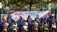 Diikuti 20 lady bikers pengguna TVS Dazz, peserta melakukan konvoi dari Bentara Budaya Jakarta menuju Senayan Golf Driving Range