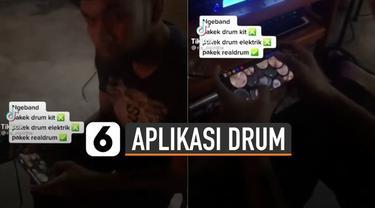 Aksi keren dan kreatif dilakukan oleh seorang pria menggunakan aplikasi bermain drum di handphone saat tampil ngeband.