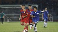 PSCS Cilacap beruji coba dengan Persik Kediri di Stadion Wijayakusuma Cilacap, Sabtu (18/5/2019), sebagai persiapan menuju Liga 2 2019. Kedua tim bermain imbang 1-1 dalam laga tersebut. (Bola.com/Gatot Susetyo)