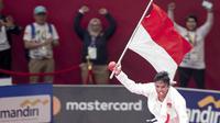 Karateka Indonesia, Rifki Ardiansyah Arrosyiid, berhasil medapat medali emas di nomor kumite -60 kilogram. (Bola.com/Peksi Cahyo)