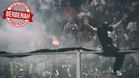 Sepak Bola Indonesia Berbenah, Suporter Serbia, Ivan Bogdanov, berdiri di pagar pembatas tribune penonton pada laga Kualifikasi Piala Eropa 2012 antara Italia kontra Serbia, di Genoa, 12 Oktober 2010. (AFP/Giuseppe Cacace)