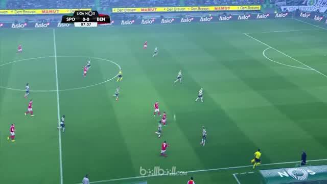 Benfica gagal raih kemenangan atas tuan rumah Sporting Lisbon sehingga kalah dalam perebutan gelar juara Liga Portugal dengan Port...