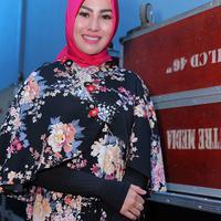 Sejak lama perempuan 27 tahun itu berkeinginan untuk mengenakan hijab. Tapi ia masih saja mengulur-ulur hingga sampai akhirnya mendapatkan hidayah. (Deki Prayoga/Bintang.com)