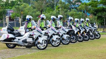 Personel Polda Riau melaksanakan Operasi Patuh Lancang Kuning untuk menegakkan disiplin protokol kesehatan mencegah penularan Covid-19.