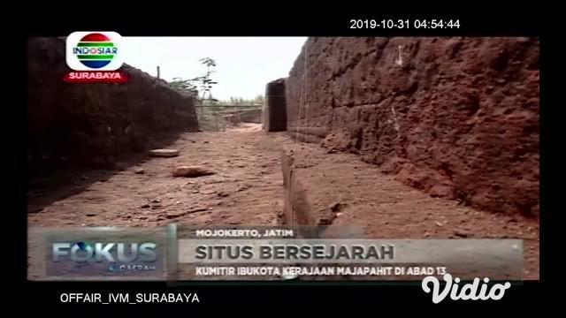 Struktur bata kuno yang diduga sebagai talud atau dinding penahan tanah ditemukan para arkeolog saat melakukan penggalian (ekskavasi) di lokasi situs kumitir, Kabupaten Mojokerto, Jawa Timur.