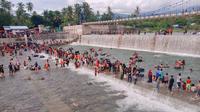 Balimau merupakan tradisi mandi menggunakan jeruk nipis yang berkembang di kalangan masyarakat Minangkabau.
