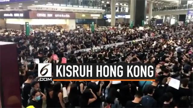 Kepala urusan transportasi Hong Kong menjelaskan lumpuhnya bandara Hong Kong menyebabkan terganggunya perekonomian. Bandara Hong Kong menjadi kunci perkembangan ekonomi hingga saat ini.