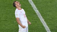 Gelandang Swiss, Xherdan Shaqiri, merayakan gol yang dicetaknya ke gawang Serbia pada laga grup E Piala Dunia di Kaliningrad, Jumat (22/6/2018). Gol ini tercipta pada menit '90 atau masa injury time. (AFP/Patrick Hertzog)