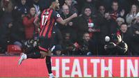 Penyerang Bournemouth, Joshua King mencetak gol penyama kedudukan kontra Arsenal pada menit ke-45 pada laga lanjutan Premier League yang berlangsung di stadion Dean Court, Inggris, Minggu (25/11).  Bournemouth kalah 1-2. (AFP/Glyn Kirk)