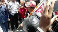 Giman, relawan Jokowi yang jalan kaki Malang-Jakarta. (Liputan6.com/Fathi Mahmud)