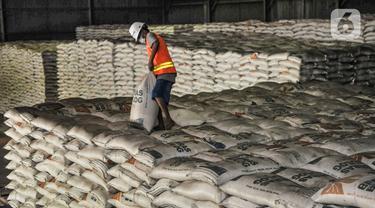 Ratusan Ribu Ton Beras Tak Terpakai di Gudang Bulog