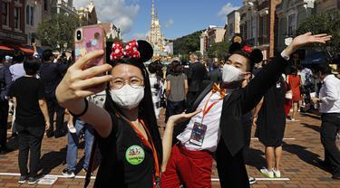 FOTO: Kembali Dibuka, Disneyland Hong Kong Terapkan Protokol Kesehatan COVID-19