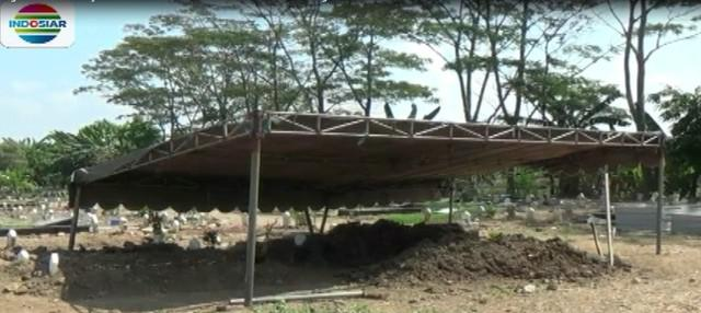 Densus 88 Anti Teror Mabes Polri juga kembali menangkap satu keluarga terduga teroris di Desa Dungus, Kecamatan Sukodono, Sidoarjo.