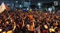 Mahasiswa dari berbagai kampus se Jabdetabek berunjuk rasa di depan Gedung DPR/MPR, Jakarta, Senin (23/9/2019). Mereka menolak pengesahan RUU KUHP dan revisi UU KPK. (Liputan6.com/JohanTallo)