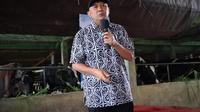 Menteri Koperasi dan UKM Teten Masduki dalam dialog bersama Kelompok Peternak Karya Muda Mandiri, di Kampung Cihareuday, Cilawu, Kabupaten Garut, Minggu (20/12/2020).