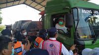 Menteri Perhubungan Budi Karya Sumadi melakukan kunjungan kerja ke Unit Pelaksana Penimbangan Kendaraan Bermotor (UPPKB) Losarang, Indramayu, Minggu 6 Juni 2021. Athika Rahma/Liputan6.com