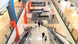 Suasana salah satu pusat perbelanjaan di Depok, Jawa Barat, Rabu (17/6/2020). Mulai 16 Juni 2020, sejumlah pusat perbelanjaan di Kota Depok kembali beroperasi selama masa PSBB proporsional, namun tetap dengan memerhatikan protokol-protokol kesehatan. (Liputan6.com/Immanuel Antonius)