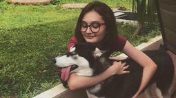 Laura Abbas Jackson termasuk seleb yang suka memelihara binatang. Binatang yang kerap diunggahnya adalah anjing. Ia selalu membagikan momen-momen kebersamaannya dengan anjing di Instagram. (Liputan6.com/IG/@laurabbasjackson)