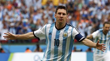 Kapten Timnas Argentina, Lionel Messi, berhasil membawa tim Tango memuncaki klasemen Grup F Piala Dunia 2014 usai mengalahkan Nigeria 3-2 di Stadion Beira Rio, Porto Alegre, Brasil, (25/6/2014). (REUTERS/Darren Staples)
