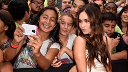 Wanita 28 tahun ini terlihat ramah menyapa para penggemar di acara peluncuran film tersebut, California, (3/8/14). (Kevin Winter/Getty Images for Paramount Pictures/AFP)