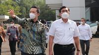 Menko Marves Luhut Binsar Pandjaitan melakukan kunjungan ke PT Etana Biotechnologies Indonesia di Kawasan Industri Pulo Gadung, Jakarta Timur, pada hari Selasa (7/9).