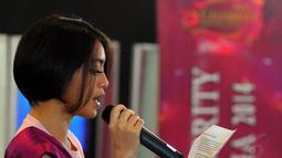 Para kontesan Micel 2014 pun akan mendapat pelatihan seputar cara bernyanyi yang benar, Jakarta, (18/10/14). (Liputan6.com/Faisal R Syam)