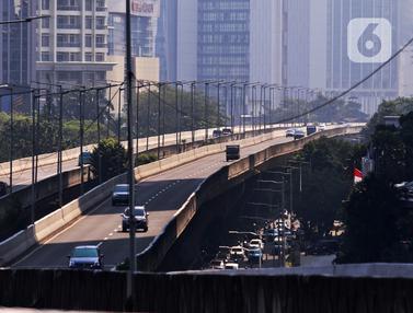 FOTO: Suasana Jalan Utama Jakarta Saat Perpanjangan PPKM Level 4