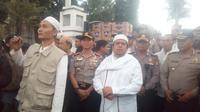 Orator Aliansi Umat Islam Bela Tauhid Ustad Haikal Hassan di tengah-tengah massa di Garut (Liputan6.com/Jayadi Supriadin)