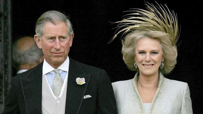 Pangeran Charles dan Camilla. Putri Diana biasanya tidak peduli dengan segala omongan tentangnya, tapi lain ceritanya kalau omongan itu berkaitan dengan putra-putranya. (Sumber Alamy)