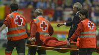 Spain's Alvaro Morata is led off on a stretcher after being injured during their Euro 2016 Group C qualification soccer match against Luxembourg in Logrono, Spain October 9, 2015. REUTERS/Vincent West