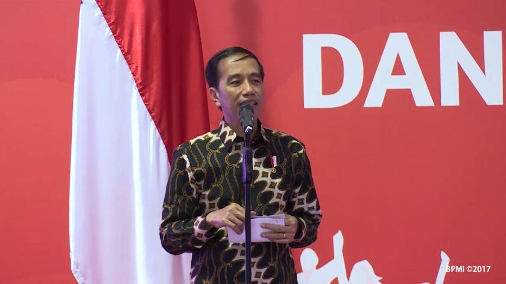 Video Detik-detik Ibu Iriana Panik Lihat Rambut Jokowi Berantakan. (YouTube)