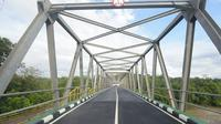 Jembatan Cibuni yang berada di Kecamatan Cibuni, Kabupaten Sukabumi tersebut menjadi penghubung antara Kabupaten Sukabumi dengan Kabupaten Cianjur. (Foto: Humas Jabar)