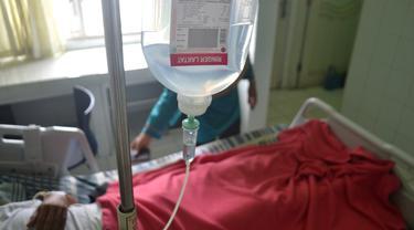 Cairan infus membantu asupan nutrisi dan memulihkan pasien. (Foto: Liputan6.com/Muhamad Ridlo)