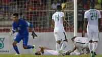 Selain Satria Tama beberapa pemain Indonesia juga tergeletak karena cedera saat melawan Vietnam di Stadion MPS, Selangor, Selasa (22/8/2017). Indonesia bermain imbang 0-0 lawan Vietnam. (Bola.com/Vitalis Yogi Trisna)