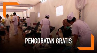Ribuan warga mengikuti pengobatan gratis di kompleks Candi Borobudur dalam rangka menyambut hari raya Waisak.