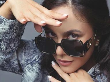 Aktris sekaligus model berdarah Jawa-Inggris, Wulan Guritno kerap membuat iri warganet. Bagaimana tidak, di usianya hampir 40 tahun ini dirinya masih tampak awet muda bak remaja. (Liputan6.com/IG/@wulanguritno)