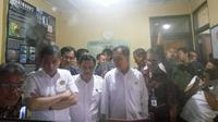 Menteri ESDM Ignasius Jonan menyambangi pos pemantauan gunung Merapi (PGM) Kaliurang untuk melihat kondisi terkini gunung berapi yang berstatus waspada itu.