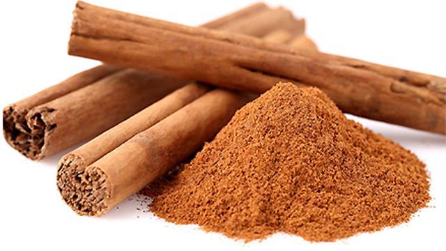 Manfaat madu dan kayu manis daripada jajan ke rumah sakit