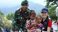 Sonia Fergina Citra, Puteri Indonesia 2018 jadi relawan bencana gempa Palu. (dok. Instagram @soniafergina/https://www.instagram.com/p/BpFAIfFBEkn/?hl=en&taken-by=soniafergina/Putu Elmira)