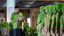Ketum PBNU, Said Aqil Siradj memberi pidato saat acara pelantikan pengurus Muslimat NU, Jakarta, Selasa (28/3). Acara ini mengangkat tema 'Satukan Langkah Membangun Negeri, Menjaga NKRI'. (Liputan6.com/Faizal Fanani)