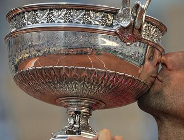 Foto French Open: Balikkan Keadaan, Novak Djokovic Juarai French Open 2021