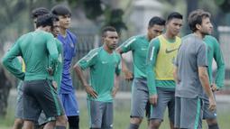 Pemain Timnas Indonesia, Todd Rivaldo Ferre, saat latihan di Lapangan ABC Senayan, Jakarta, Kamis (22/2/2018). Latihan ini dilakukan untuk persiapan Piala AFF U-18 2018 dan Piala Asia U-19 2018. (Bola.com/M Iqbal Ichsan)