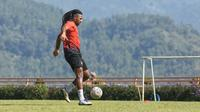 Striker Arema FC di BRI Liga 1 2021/2022, Carlos Fortes. (Bola.com/Iwan Setiawan)