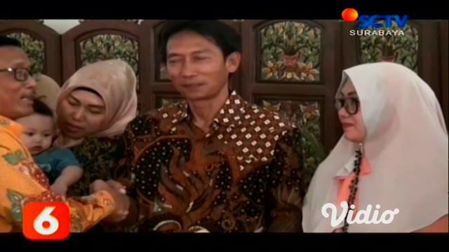 Di Sidoarjo sebanyak 14 pasangan suami istri, mendapat hak asuh anak-anak terbuang berusia 5 bulan hingga 2 tahun, di Unit Pelayanan Terpadu (UPT)  Perlindungan dan Pelayanan Sosial Asuhan Balita, Dinas Sosial Provinsi Jawa Timur di Sidoarjo.
